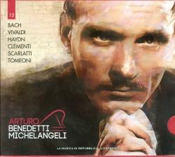 Arturo Benedetti Michelangeli esegue Bach ....