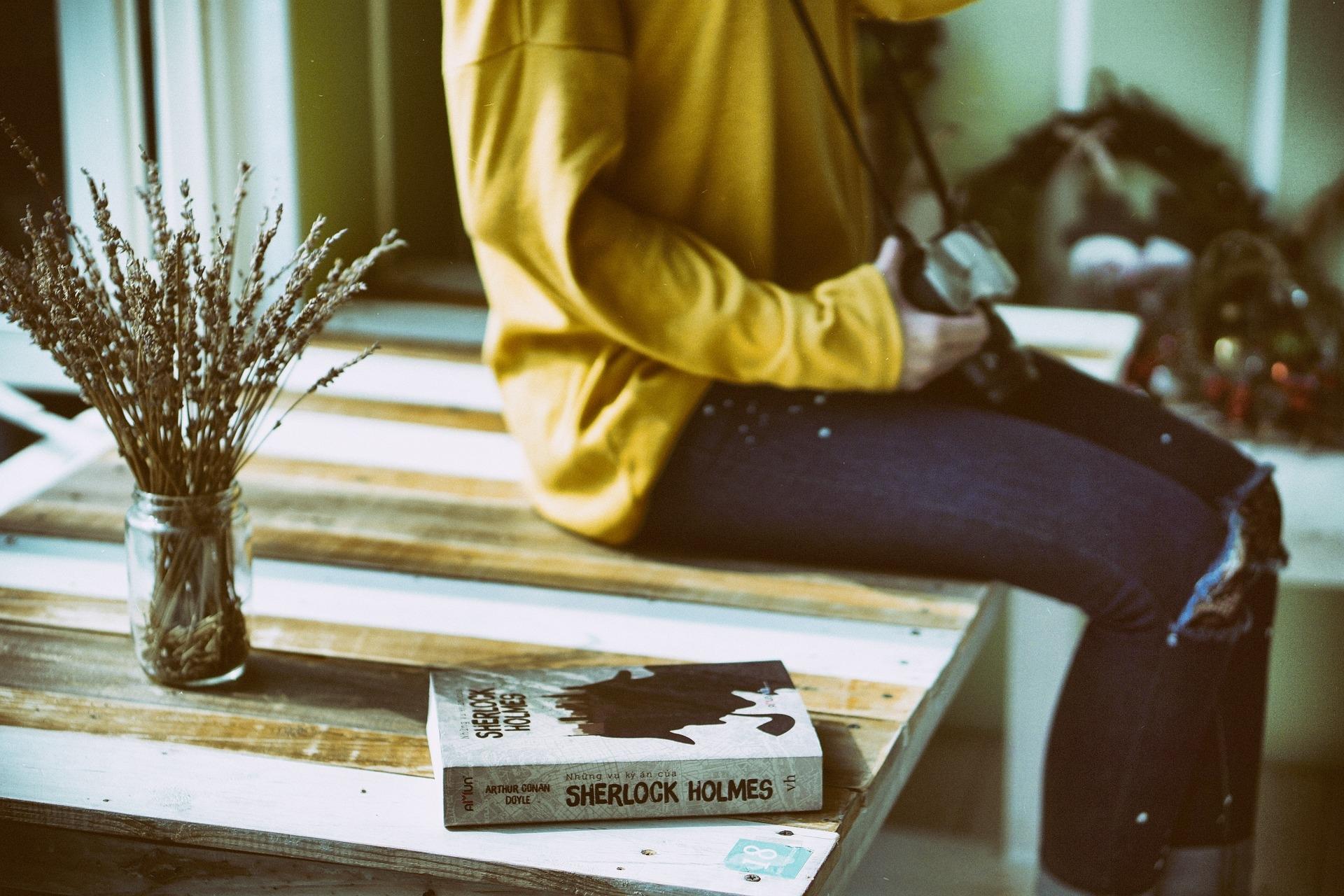 Image result for девушка и книга